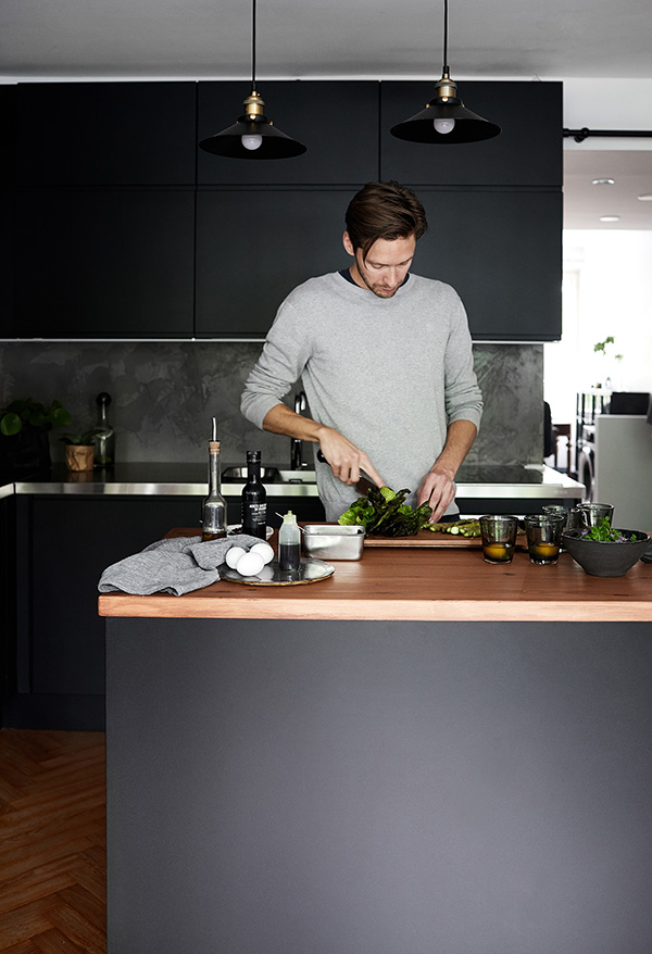 To celebrate his new kitchen, Jouni prepares an asparagus salad served with pouched eggs