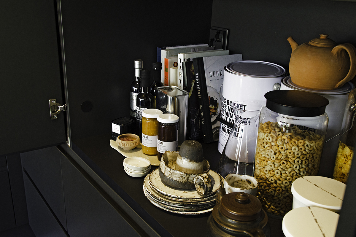 Honka Ink breakfast cupboard